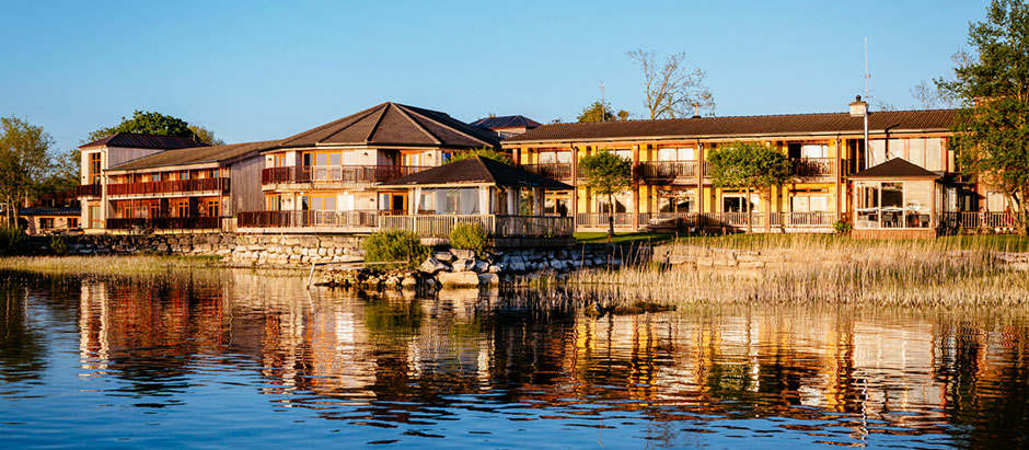 The Wineport Lodge, Co Westmeath. Enter a competition to win a €500 Gift voucher for Ireland's Blue Book of hotels and country houses, and Take The First Step to Online Independence