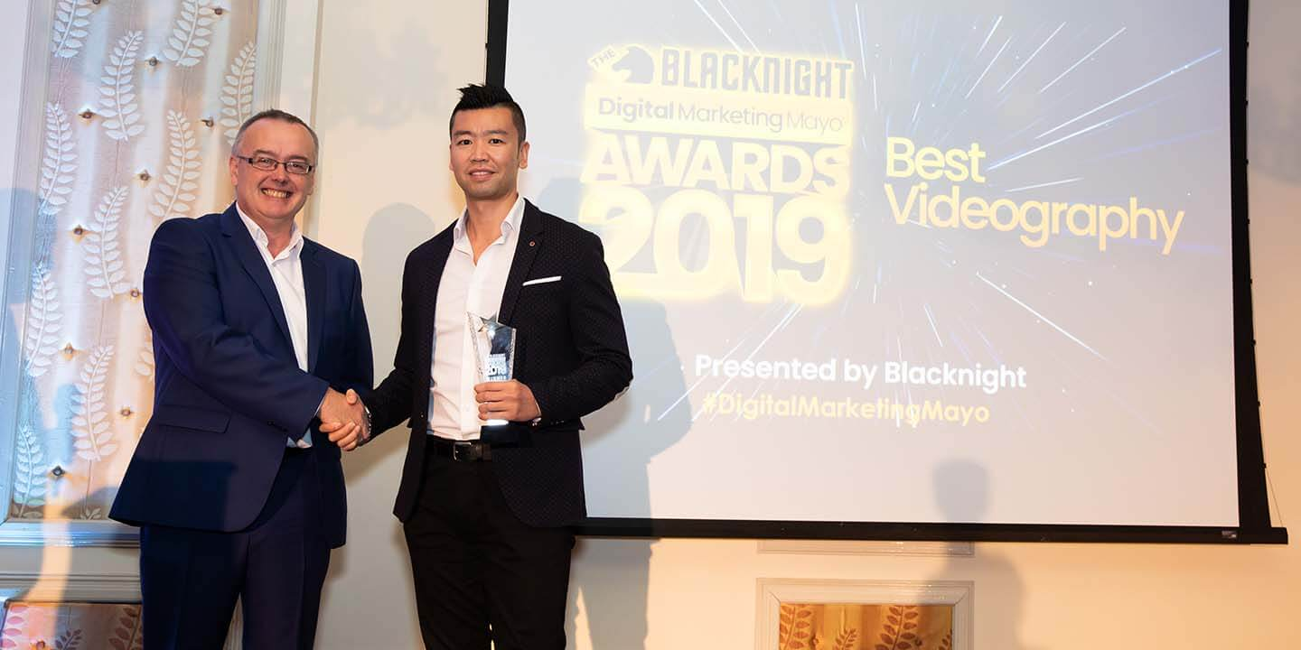 Conn Ó Muíneacháin of Blacknight presents Jackie Ho from The Lantern Chinese, Ballina, with the award for Best Videography, at the Blacknight Digital Marketing Mayo Awards 2019.